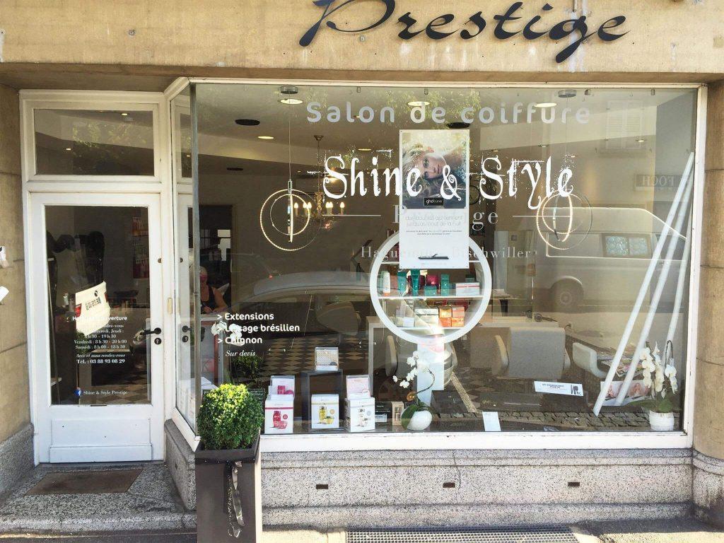 Marquage de la vitrine pour le salon de coiffure Shine et Style